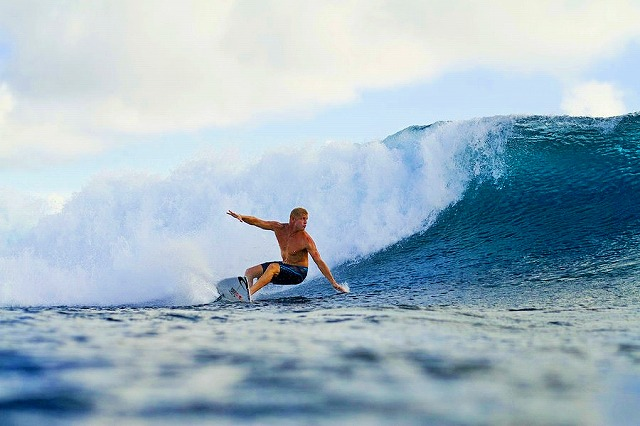 mick-fanning-s-bottom-turn