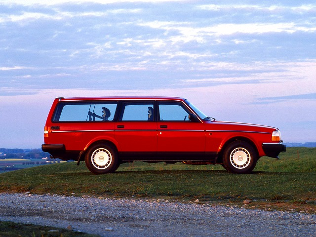 1993-volvo-240-wagon-wallpaper-4